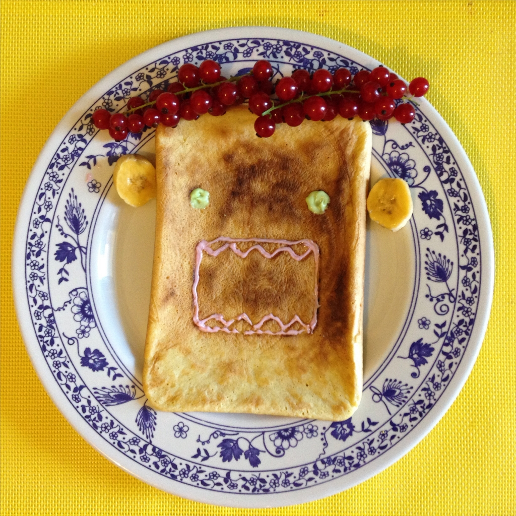 My protein pancakes master class with a Domo shaped pan | www.missathletique.com