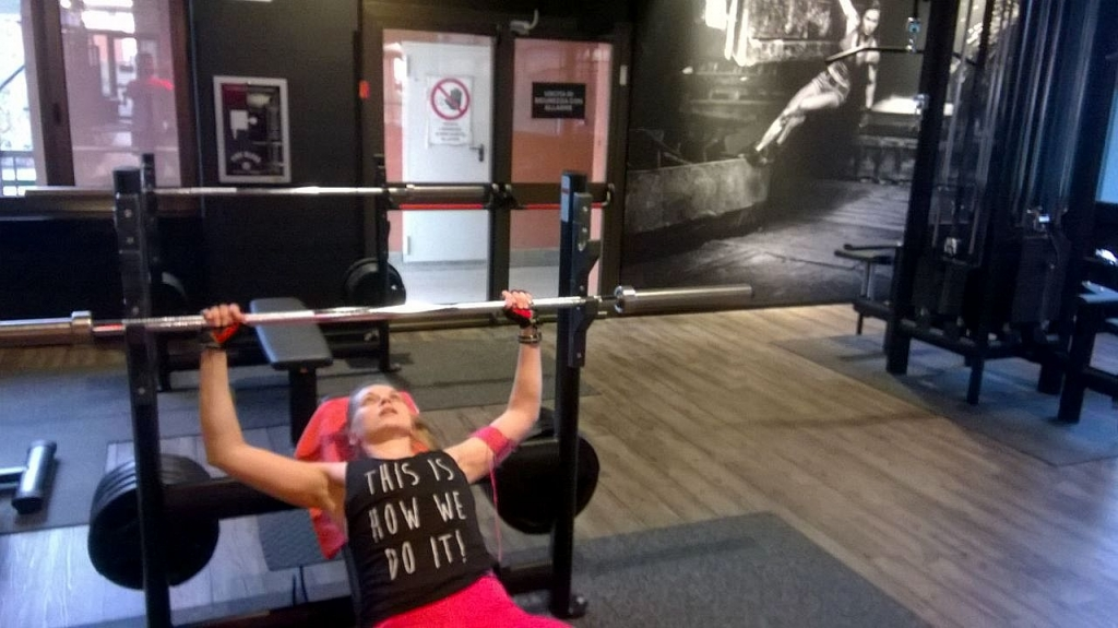 Chest press with 20 kg