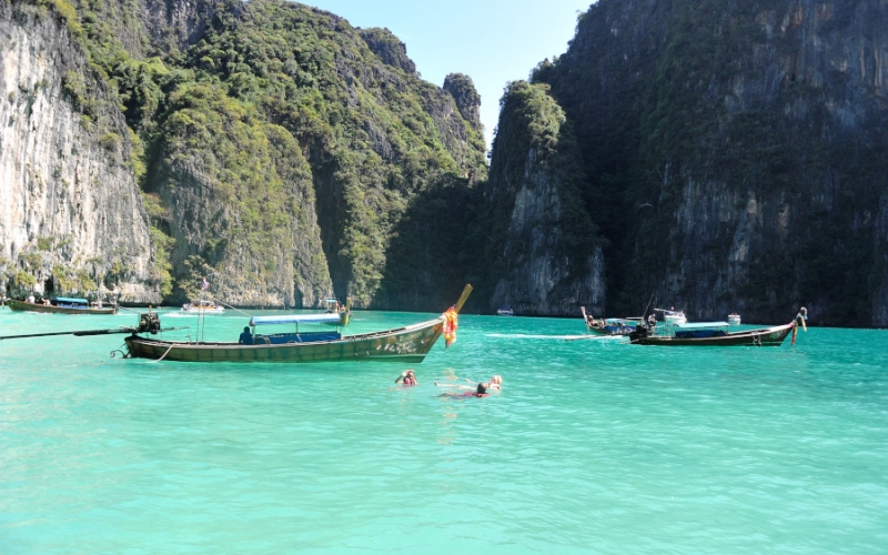 Travel: Daytrip cruise to Phi Phi Islands