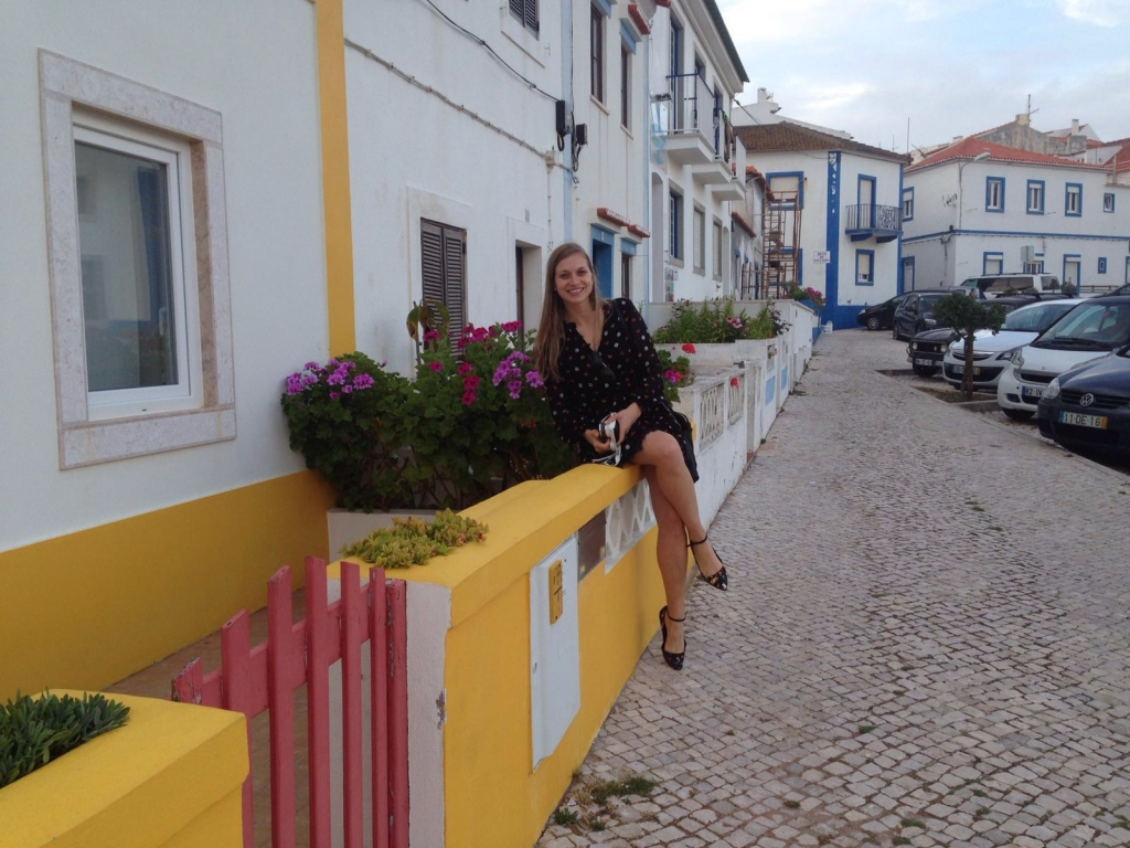 Ericeira, colorful houses | www.missathletique.com