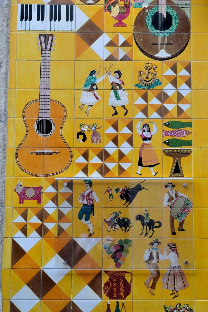 Fado, street art at Lisbon | www.missathletique.com