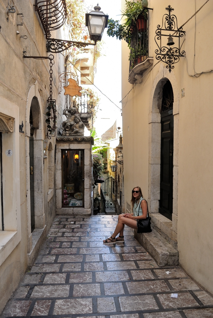 Side streets of Taormina | www.missathletique.com