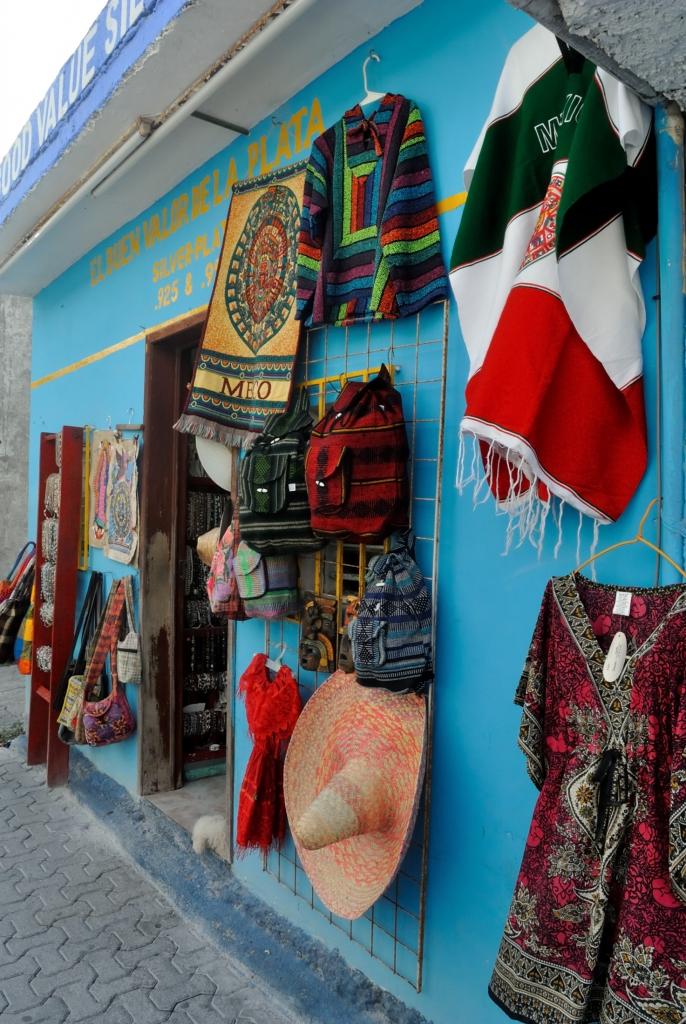 Souvenir shop at Playa del Carmen|www.missathletique.com